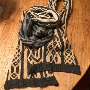 Diane von Furstenberg 100% wool 9 ft scarf